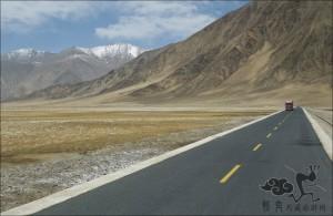 Xinjiang-Tibet-Highway-01